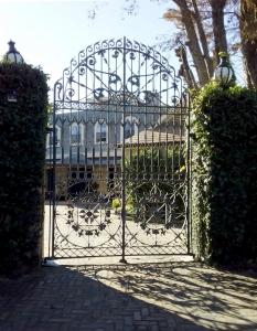 1 Passy Avenue Front Gates